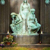 Friedhoefe-und-Trauerhallen-in-Essen-Ostfriedhof-Huttrop