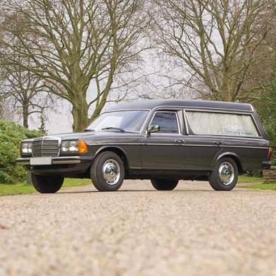 Unser Bestattungswagen W123 mit historischem Kennzeichen
