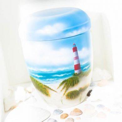 Biologisch abbaubare Naturstoffurne mit von Hand aufgebrachtem Airbrush-Motiv.