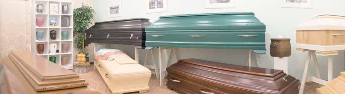 Einblicke in unsere Sargaustellung, Urnenaustellung und Trauerwäscheaustellung